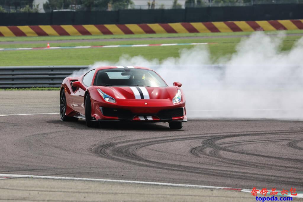 法拉利Ferrari 488 Pista跑车