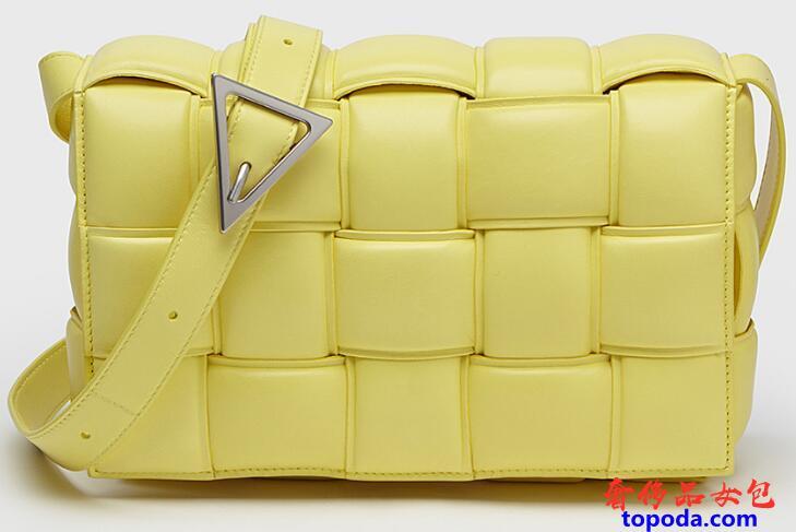 葆蝶家Bottega衬垫Casette斜挎包